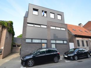 Deze recente woning is gelegen in het centrum van Knesselare, vlakbij het dorpsplein. De woning werd enkele jaren geleden gebouwd met aandacht voor de