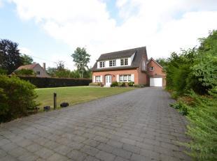 Deze uiterst gunstig gelegen villa bevindt zich in een groene omgeving, perfecte verbinding met de E-40, Aalter en Lievegem. Door de gebruikte materia