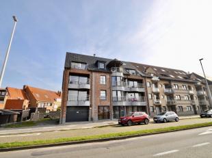 Het appartement bestaat uit een inkomhal met inbouwkasten - lichtrijke woonkamer uitgevend op terras - open, ingerichte keuken - eetplaats - apart toi