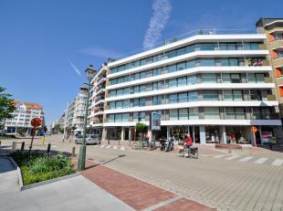 Gezellig ingericht 3-slpk appartement, gelegen op Kustlaan, vlakbij het Driehoeksplein...<br /> Samenstelling: Inkomhall met gastentoilet en vestiaire