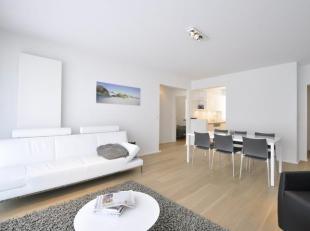 Gemeubileerd appartement met zijdelings zeezicht, gelegen in een stijlvolle residentie op Zeedijk Zoute...Samenstelling: Ruime inkomhall met ingemaakt