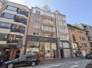 Appartement 3 ch. à c.,situé dans une construction récente sur la Kustlaan, à quelques pas de laPlace du Triangle et