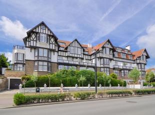 """Smaakvol gerenoveerd 3-slpk. appartement, gelegen in de geklasseerde villaresidentie """"Golf Residence"""", op enkele passen van het mondaine Albertplein,"""