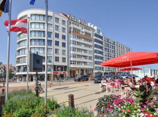 4-slpk Appartement, gelegen in een vernieuwde, prestigieuze residentie op het Albertplein, met prachtig zeezicht en zicht op de villa's van het Zoute.