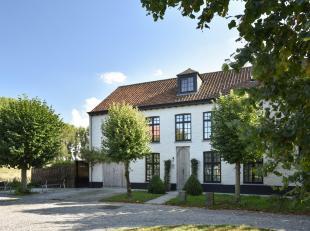 Villa de construction récente (2015), idéalement située sur le Haringmarkt à Damme, bénéficiant d'une finiti