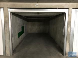 Goede garage box op niveau -2. Bereikbaar via autolift.<br /> Afmetingen : 5m20 diep - breed 2m30 - hoogte 1m90<br /> Direct beschikbaar.