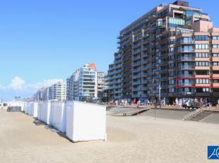 Fantastisch hoekappartement met adembenemend zeezicht gelegen tussen het Rubensplein en het Van Bunnenplein. Topligging!Indeling: Inkom, lumineuze woo