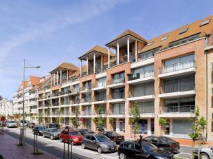Vlot toegankelijke buitenparking te koop gelegen op het gelijkvloers van een residentie gelegen tussen de Dumortierlaan en de Zoutelaan.