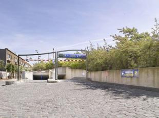 Ruime garagebox ( hoek ) met electrische poort voor 1 grote en 2de kleinere wagen gelegen in het garagecomplex Yzerpark met privé in- en uitrit