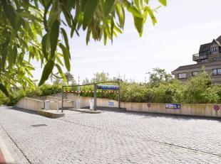 Ruime garagebox, met automatische poort, zeer gemakkelijk toegankelijk, gelegen onder het Yzerpark.