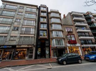 Centraal gelegen winkel in de Lippenslaan. Zeer goed gelegen handelspand van 100m² aan de zonnekant van de Lippenslaan. Kelder van 50m². Huu