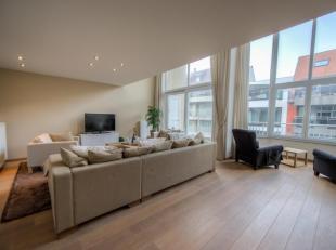 Prachtig , ruim mezzanine appartement gelegen dicht bij het Rubensplein met zijdelings zeezicht. INDELING : 4°Verd: Inkom met apart toilet. Lichtr