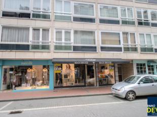 Handelspand zeer commercieel gelegen op de Kustlaan met een etalage van meer dan 6 meter. Handelsgelijkvloers van ca. 60m² , wc en kelder. Ideaal