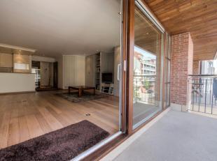 Goed onderhouden appartement met mooie terrassen gelegen in het centrum van Knokke op wandelafstand van de Zeedijk en het Rubensplein. INDELING: Inkom