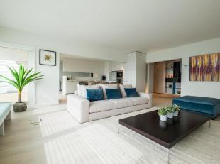Luxueus gerenoveerd appartement met zicht op Zee en het hinterland. De residentie wordt volledig vernieuwd ( gevel, ballustrades, dak, inkom, lift, nu