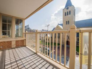 Zonnig en ruim ongemeubeld appartement (8m gevelbreedte) met prachtig open zicht op de kerk en de Dumortierlaan. INDELING: inkomhal met vestiaire en a