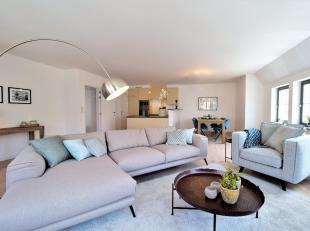 Nieuw duplex appartement gelegen te Oud Knokke in een stijlvol charmant gebouw ( slechts 2 appartementen).<br /> INDELING: Op het 1° verdiep: Inko