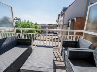 Modern gemeubeld appartement gelegen in de Dumortierlaan, dichtbij de Zeedijk<br /> INDELING: inkomhal met vestiare. Lichtvolle woonkamer met kitchene