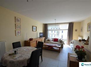 Res. De Strandjutter: Gemeubeld appartement nabij het strand van Zeebrugge. Dit knus appartement omvat een inkom met apart toilet, een woonkamer met z