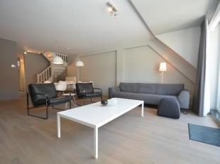Hedendaags duplexappartement in een kleine residentie ideaal gelegen aan de zonnekant van de Ieperstraat, vlakbij de Dumortierlaan en de Kustlaan en o