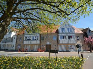 Centraal gelegen nieuwbouwwoning met tuin en twee ruime terrassen.Maison neuveavec jardin en deux grandes terrasses.