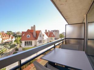 Stijlvol gerenoveerd appartement met een weids zicht ,afgewerkt met hoogwaardige materialen gelegen in het Zoute tussen het Albertplein en het Driehoe