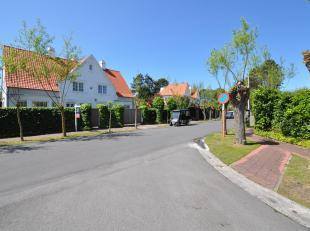 Topaanbieding: Alleenstaande villa met zuid -west gerichte tuin gelegen op een absolute toplocatie in het hartje Zoute. Indeling:  Ruime inkomhal met