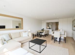 Perfect volledig gerenoveerd appartement met een  weids zicht over de Sparrendreef en de Kustlaan  gelegen in het Zoute. Indeling:  Ruime inkom met ga
