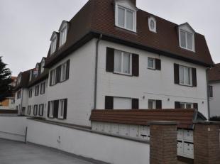Dit ongemeubeld appartement is gelegen nabij de zeedijk en nabij het centrum. Het appartement bestaat uit: living met zonneterras, geïnstalleerde