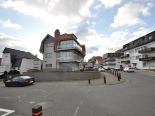 Dit gemeubeld gelijkvloersappartement is gelegen nabij de zeilschool in Duinbergen. Rondom het appartement zijn er verschillende zonneterrassen. Vanui