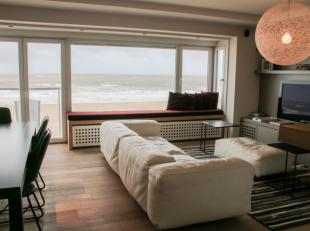 Prachtig luxueus 3 slaapkamer-appartement met een uitzonderlijke gevelbreedte van 6,5 meter met frontaal zeezicht op een ideale locatie. Het apparteme