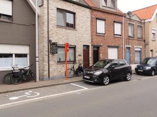 In oud Knokke, op fietsafstand van het strand en wandelafstand van de markt, de winkels en openbaar vervoer staat deze zeer ruime woning. Een ideaal g
