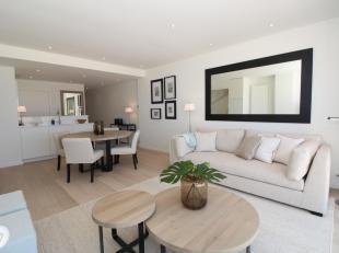 Volledig gerenoveerd appartement gelegen op de vierde verdieping te Zeedijk-Het Zoute - Knokke.<br /> Indeling:<br /> Inkomhal, woonkamer met frontaal