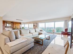 Uniek en goed gelegen appartement met prachtige zichten en zongerichte terrassen. Uitzonderlijk aanbod. <br /> <br /> Indeling: Ruime inkomhall met ve