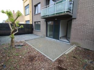 Dit appartement is gelegen op 450m van de zeedijk en nabij de luchthaven.<br /> Bestaande uit een inkom, woonkamer met open ingerichte keuken, ingeric