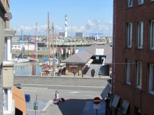 Dit knap gerenoveerd appartementsgebouw is gelegen in een levendige buurt, in hartje Oostende. Nabij het Mijnplein en de Visserskaai. Dit zonnig appar