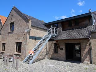 Gunstig en goed bereikbaar gelegen kantoorruimte met voldoende parkeergelegenheid centraal in de dorpskern Den Hoorn-Moerkerke.<br /> <br /> Alle ruim