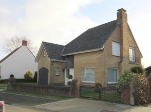 Op een boogscheut van het centrum ligt deze vrijstaande woning met 3 slaapkamers, garage en aangename tuin.<br /> <br /> Gunstige verkeersligging naar