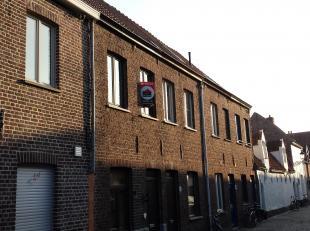Gezellige woning te huur in een aangename buurt! <br /> Indeling: inkom, leefruimte met ingerichte keuken, badkamer met douche en wastafel, zonnig ter