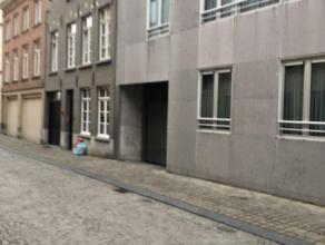 Ondergrondse staanplaats in centrum Brugge In een recente residentie bevindt zich deze autostaanplaats. Gelegen midden in het centrum van Brugge, vlak