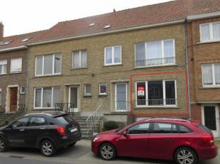Dit appartement is uitstekend gelegen, in de directe omgeving van de Ring van Brugge. De indeling is als volgt: inkomhal, leefruimte met groot raam, n