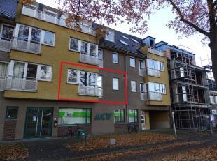 Het appartement bevindt zich op de eerste verdieping en is zeer centraal gelegen op wandelafstand van grootwarenhuizen, openbaar vervoer en scholen.De
