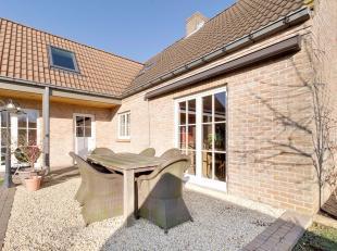 Deze woning is gelegen aan de stadsrand van Knokke-Heist nabij diverse invalswegen. Gelegen in een residentiële wijk beschikt deze hedendaagse wo