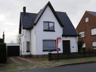 In een rustig gelegen straat nabij het centrum van Maldegem situeert zich deze charmant te renoveren woning met drie slaapkamers op een perceel van 42
