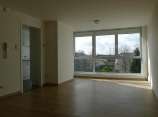 Dit mooi gerenoveerd appartement is gelegen in de rustige Kroonstraat te Brugge.De volgende praktische indeling is in dit appartement te vinden:- woon