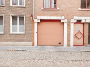 Praktische garagebox in een garagecomplex gelegen in het hartje van Brugge. Lengte: 5mBreedte: 2,50mHoogte: 1,88mVrij vanaf 1 november 2019Spring geru