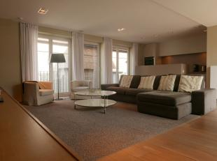 Deze mooie en ruime duplex werd volledig vernieuwd met kwaliteitsvolle materialen en is gelegen op een topligging in centrum Brugge namelijk in de rus