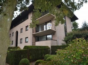 Dit ruime appartement is gelegen in een rustige en groene buurt in Sint-Michiels.<br /> <br /> Het appartement beschikt over een inkomhal, ruime lee
