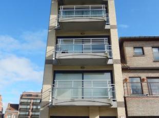 omvattende een inkomhal, living, modern ingerichte keuken en badkamer, apart toilet, 2 slaapkamers, berging, private kelder en terras