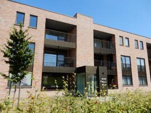 omvattende een klare living met een volledig ingerichte moderne open keuken, 2 slaapkamers, moderne badkamer, apart toilet, wasberging, 2 terrassen, p